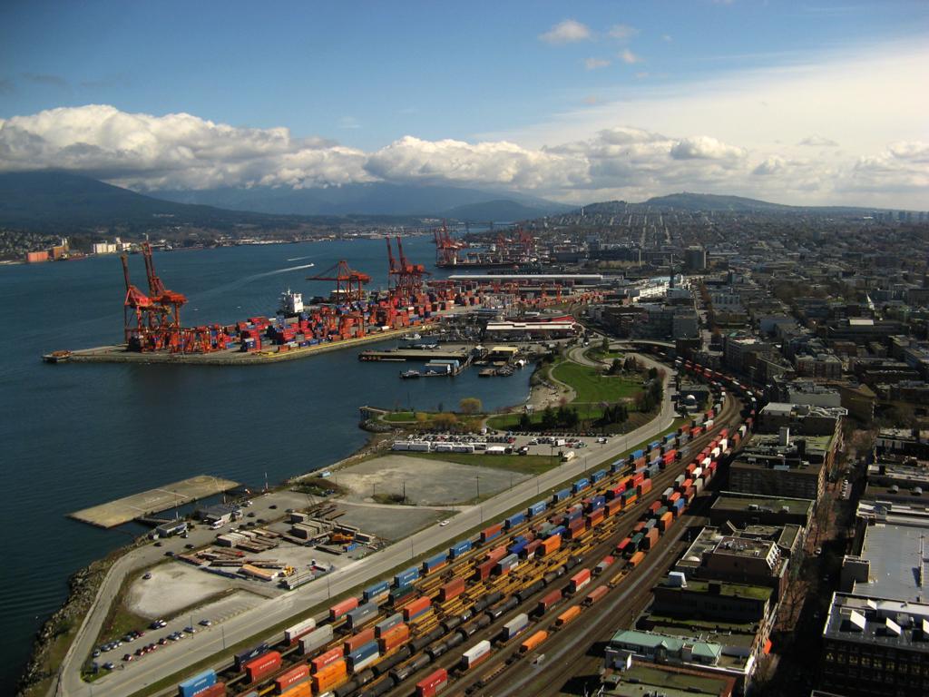 vue aérienne d'un port au canada pour le transport de marchandises