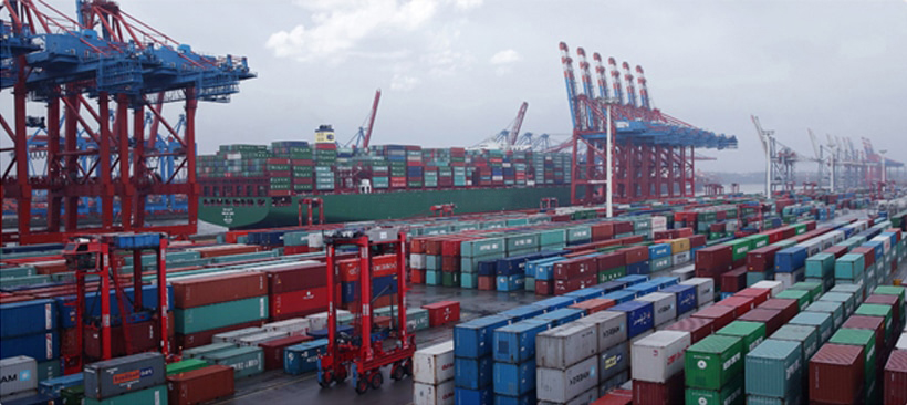 Des centaines de conteneurs dans un port de fret maritime en chine