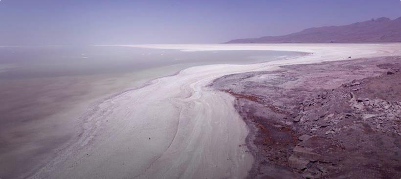 les étendues du lac d'ourmiaen iran ou moyen orient