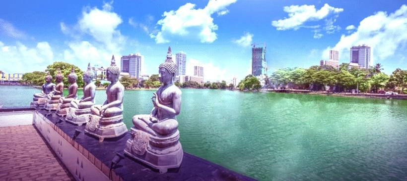 statues sur un ponton au large de colombo